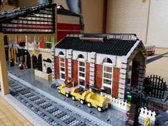 ~Boris Bricks~: September 2012 Lego Train Station, Train Stations, Lego City, Gare Lego, Lego Boards, Lego Trains, Lego Room, Lego Modular, Lego Design