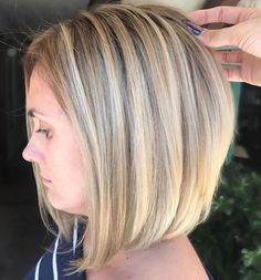 Medium Hairstyles And Haircuts - Easy Hairstyles Wedge Bob Haircuts, Wedge Hairstyles, Long Bob Hairstyles, Blonde Foils, Blonde Balayage Bob, One Length Hair, Mid Length, Blonder Bob, Hair Color And Cut