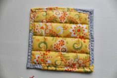 Learn how to make pot holders with this simple beginner friendly step by step tutorial. Perfect as gifts this holiday season or to accessorize your own kitchen. All The Way Down, Hot Pads, Easy Peasy, Little Gifts, Pot Holders, Dyi, Stitching, Sewing Patterns