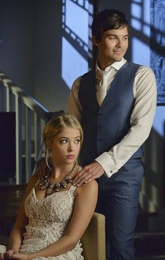 A Very Pretty Little Liars Christmas Special: Aw, this is cute. Glad Caleb is back.