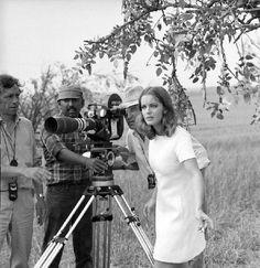 """Romy Schneider et Claude Sautet,  sur le tournage de """"Les Choses de la vie"""", 1969."""