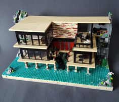 Sarah Beyer (formally betweenbrickwalls) latest residence is the House on Striped Pillars. The home is the third model built into a rock, and its Modern style is inspired from open air bath archite… Lego Mansion, Lego Christmas Village, Lego Pictures, Brick Loft, Lego Modular, House On The Rock, Cool Lego Creations, Lego Design, Lego Architecture