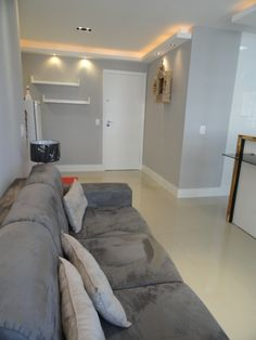 Just look at it - grey walls, light floor; Small Apartments, Small Spaces, Living Room Designs, Living Room Decor, Studio Loft, Design Case, Ceiling Design, Grey Walls, Home And Living