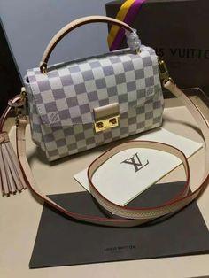 Bolsa Louis Vuitton Métis Damier Azur TOP PREMIUM  Réplica de Bolsa TOP, compre no cartão em 12x ou à vista com desconto.   Acesse: www.replicasdebolsa.com.br