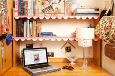 My ikea 'lack' shelves NEED these scallop paper and washi tape edges. College Student Gabby Noone's Dorm Room Cool Dorm Rooms, College Dorm Rooms, Student Room, Student Loans, Desk Organization Diy, Uni Room, Thing 1, Dorm Life, College Life