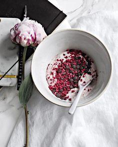 Greek yogurt, goji berries and cacao nibs