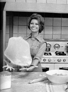 Sophia Loren: a estrela italiana chegou a ganhar prêmios pelo seu desempenho como mestre-cuca. Lançou livros e é especialista no preparo de massas e peixes Foto: Reprodução