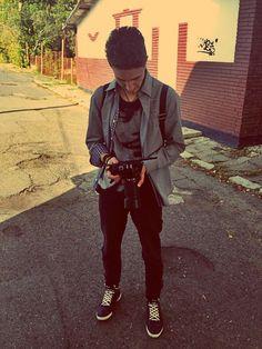 Summer Outfit ^_^ : Tricou negru Camasa gri(slim) Jeans negri(Tip Pana) Adidasi cu sireturi Dimond