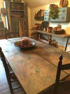 ♡♡♡ I finally found a table that almost matches mine, a two board top. Years ago they used wide boards to make the most volume. Primitive Tables, Primitive Dining Rooms, Country Dining Rooms, Primitive Homes, Primitive Kitchen, Primitive Furniture, Primitive Country, Country Farmhouse, Farmhouse Table