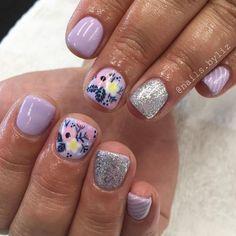 Nails gel, we adopt or not? - My Nails Shellac Nails, Toe Nails, Nail Polish, Acrylic Nails, Stiletto Nails, Flower Nail Designs, Cute Nail Designs, Art Designs, Fancy Nails