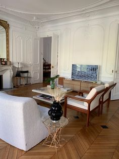Parisian Apartment, Apartment Goals, Zara Home Lamps, Scandinavian Chairs, Ikea Stockholm, All White Kitchen, Mid Century Furniture, Sweet Home, Design Inspiration