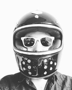 #LaCatatoniaMC  #mexico  #camiseta #caferacers #caferacerxxx #caferacerporn  #rubyhelmet #caferacerofinstagram #caferacerculture #brat #tracker #caferacerxxx  #caferacerporn #caferacerworld #caferacerclub #caferacerdreams #caferacermexico #moto #camiseta #guantes #bmw #bsa #bell #bike #moto3 #moto4 #moto4life #biltwell  #kawasaki #harleydavidson #vespa www.lacatatoniamc.mx