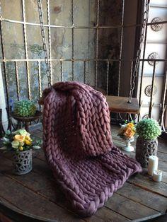 Pink Throw Blanket by WoolHugs on Etsy Oversize Knit Blanket, Grey Throw Blanket, Giant Knit Blanket, Chunky Knit Throw, Chunky Blanket, Weighted Blanket, Knitted Blankets, Merino Wool Blanket, Bed Blankets