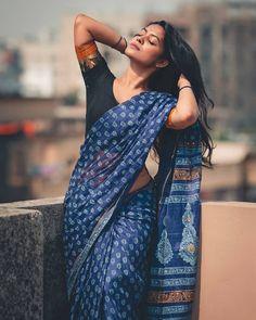 Indian Photoshoot, Saree Photoshoot, Photoshoot Ideas, Stylish Photo Pose, Stylish Girls Photos, Girl Photo Poses, Girl Poses, Self Portrait Poses, Saree Poses