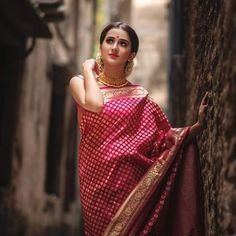 12 Amazing Dress Colors That Will Look Good on Dark Indian Skin Fashion Mode, Look Fashion, Indian Fashion, Indian Attire, Indian Wear, Indian Dresses, Indian Outfits, Saree Poses, Banarsi Saree