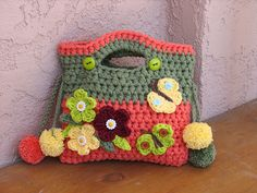 Ravelry: Girls Purse with Small Flowers pattern by Eva Unger