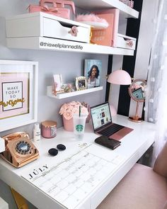 awesome Cozy Desk Decor Ideas For The Ultimate Work Space Work Desk Decor, Study Room Decor, Office Organization At Work, Cute Room Decor, Bedroom Decor, Bedroom Ideas, Work Office Decorations, Office Ideas For Work, Cubicle Organization