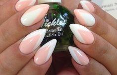 Diseños para las uñas de las manos, diseño para las uñas de las manos oscuras.   #diseñouñas #nailsdesign #uñasdeboda