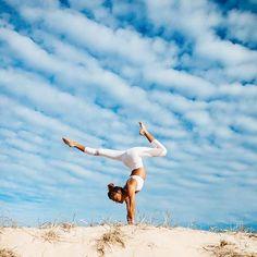 Beautiful beach handstand. Yogi Goals & Yoga Inspiration.