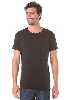 Features: Regular Fit, Basic T-Shirt, Rundhalsausschnitt, Gerippter Kragen, Brusttasche links, Logopatch, Logoprint, Bequemes Material, HerstellerFarbe: black,  Material: 100% Baumwolle...