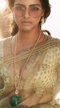 Heavily worked Pakistani bridal pishwas Shehnai by Nomi Ansari - Pakistani Bridal Wear Online Indian Designer Outfits, Indian Outfits, Pakistani Bridal Wear, Sabyasachi, Couture Week, Bridal Necklace, Indian Beauty Saree, Beautiful Indian Actress, Indian Fashion