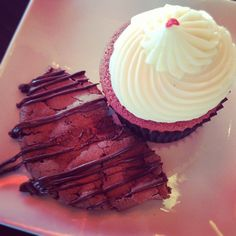 Red velvet cupcake and spicy chocolate cookie. It was a great way to start the evening.