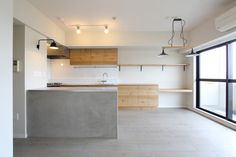 LIVING/DINING/KITCHEN/tile/counter/ mortar/リビング/ダイニング/キッチン/タイル/モルタル/カウンター/棚/スモーキー/フローリング/リノベーション/フィールドガレージ/FieldGarage Inc. Space Interiors, Shop Interiors, Kitchen Reno, Living Room Kitchen, Kitchen Dining, Kitchen Ideas, Home Tools, Best Kitchen Designs, Studio Interior