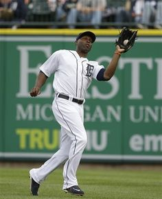 Detroit Tigers right fielder Torii Hunter catches the fly hit by Tampa Bay Rays' Desmond Jennings during the second inning of a baseball game in Detroit, Wednesday, June 5, 2013. (AP Photo/Carlos Osorio)