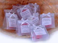 Pretty Wedding Gift Ideas - http://www.ikuzowedding.com/pretty-wedding-gift-ideas/