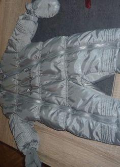 À vendre sur #vintedfrance ! http://www.vinted.fr/mode-enfants/bebes-garcon-combinaisons/37513692-combinaison-en-taille-3-mois-gris-argente-mixte