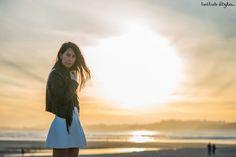 Sunset at the beach. Nanushka skater mini skirt, Isabel Marant t-shirt, Elisabetta Franchi leather fringed jacket, Reebok ventilator sneakers. Blogger Adriana Lindo. Photographer Ángel Robles Robles.