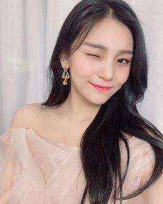 Diamond Earrings With Style! Platinum Earrings, Diamond Earrings, Small Diamond Rings, Sinb Gfriend, Cloud Dancer, G Friend, Ulzzang Girl, Ulzzang Korea, Ulzzang Fashion