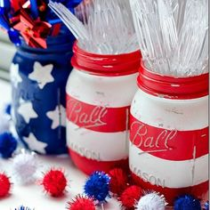 Mason jar crafts are infinite. Mason jars are usually used for decorators, wedding gifts, gardening ideas, storage and other creative crafts. Here are some Awesome DIY Mason Jar Crafts & Projects that can help you reuse old Mason Jars for decoration Patriotic Crafts, Patriotic Party, July Crafts, Holiday Crafts, Holiday Fun, Holiday Ideas, Holiday Decor, Holiday Recipes, Kids Crafts