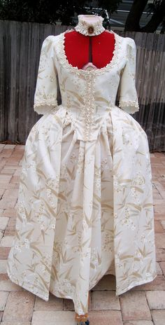 https://flic.kr/p/baeWge   Robe a l'Anglaise - Ivory Cotton with Seagrass Pattern