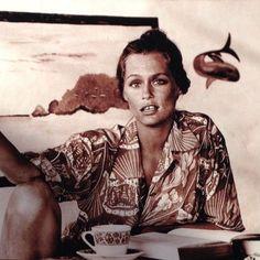 Babe inspo Lauren Hutton in her Hawaiian shirt. Bianca Jagger, Charlotte Rampling, Lauren Hutton, Linda Evangelista, Christy Turlington, Alexa Chung, Twiggy, Naomi Campbell, Kate Moss