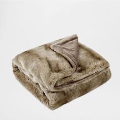 BLOCK COLOR FUR BLANKET - Throws - Decor and pillows | Zara Home United States
