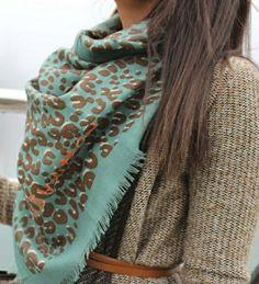 206852df68ad Scarf Styles, Love Fashion, Fashion Outfits, Womens Fashion, Leopard Scarf,  Vogue