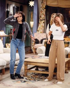 rachel green outfits style Monica Gellers Wardrobe Was Actually the Coolest Thing on Friends Monica Geller style: Rachel Green Outfits, Estilo Rachel Green, Rachel Green Fashion, Rachel Green Style, Vintage Outfits, Retro Outfits, 90s Style Outfits, 1990s Fashion Outfits, Vintage Fashion Style