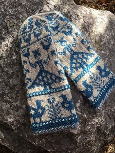 Ravelry Ravelry: Hilkka pattern by Solveig Larsson - Knitted Mittens Pattern, Knit Mittens, Knitted Gloves, Knitting Socks, Hand Knitting, Finger Knitting, Knit Cowl, Knitting Designs, Knitting Projects
