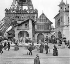 Historic Photos of Paris Tour Eiffel, Torre Eiffel Paris, Paris Eiffel Tower, Eiffel Towers, Vintage Paris, Old Pictures, Old Photos, Paris 1900, Paris Paris