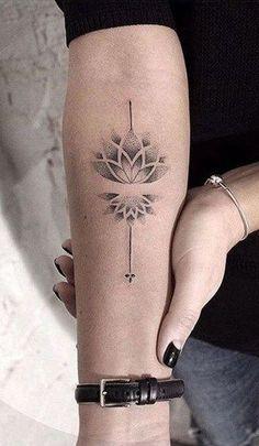 Small Lotus Forearm Lotus Tattoo Ideas For Women - Lotus Mandala Arm Tat - Lotus Small Forearm Tatto Small Tattoos Men, Unique Forearm Tattoos, Inner Forearm Tattoo, Trendy Tattoos, Female Hand Tattoos, Tattoo Arm Frau Klein, Lottus Tattoo, Tattoo Avant Bras, Mandala Hand Tattoos