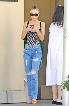 Lily-Rose Depp Steps out for lunch in Beverly Hills Lily Rose Melody Depp, Lily Rose Depp Style, Vanessa Paradis, Natalie Portman, Casual Outfits, Cute Outfits, Fashion Outfits, Johnny Depp, Celebrity Outfits
