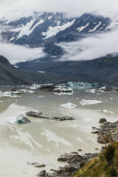 Hooker Lake in New Zealand.  Click through to see 20 INCREDIBLE landscapes you can only find in New Zealand!