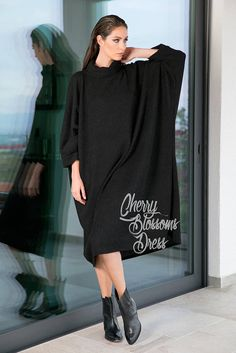 Our new Maxi Tunic from the new collection is here ! Maxi and oversized, this maxi dress, maxi tunic is so chic and easy to wear. Available in plus size as well ! Wear your tunic cover up with jeans or leggings ! It can be worn as a long sleeve maxi dress too :) ♥ We have made