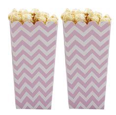 Zur einem guten Film gehört einfach Popcorn. Es ist besonders lecker wenn man es zu Hause selber macht in nach seinem Lieblingsrezept. So richtig stilvoll wird es für den Filmabend in diesen süßen Pappboxen im Chevron design.  Chevron Divine Popcornbox rosa bei www.party-princess.de