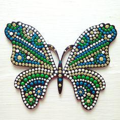 9 отметок «Нравится», 1 комментариев — Daria (@daria_k506) в Instagram: «Бабочка-магнит. Основа: дерево, материалы: акриловая краска, акриловые контуры, лак. #dariadots…»
