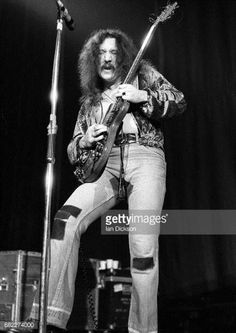 mick-box-of-uriah-heep-performing-on-stage-at-hammersmith-odeon-22-picture-id682274000 433×612 Pixel