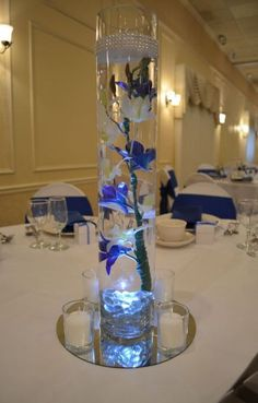 Most current Photos Wedding centerpieces lights led floating candles super ideas Thoughts Buy wedding design produced easy When you arrange a wedding , you have to pay attention to the Budge Source by de xv azul petroleo Photo Wedding Centerpieces, Royal Blue Centerpieces, Lighted Centerpieces, Quinceanera Centerpieces, Floral Centerpieces, Quinceanera Party, Royal Blue Wedding Decorations, Sweet 16 Centerpieces, Quince Decorations