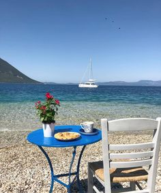 Morning Coffee in Greece Santorini House, Coffee Cup Art, Coffee Maker, Beautiful Places, Beautiful Pictures, I Need Vitamin Sea, Beach Please, Pause Café, Spa Interior