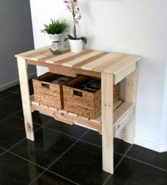Pallet Hall Table / Entryway Console | 101 Pallet Ideas